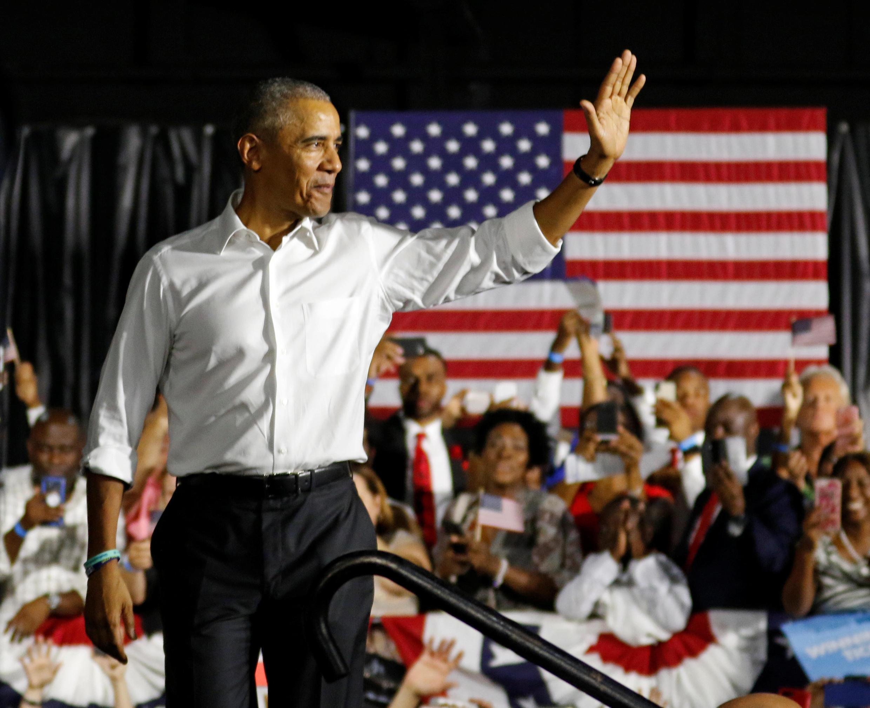 Tsohon shugaban Amurka Barrack Obama tare da magoya bayansa a Miami, Amurka.