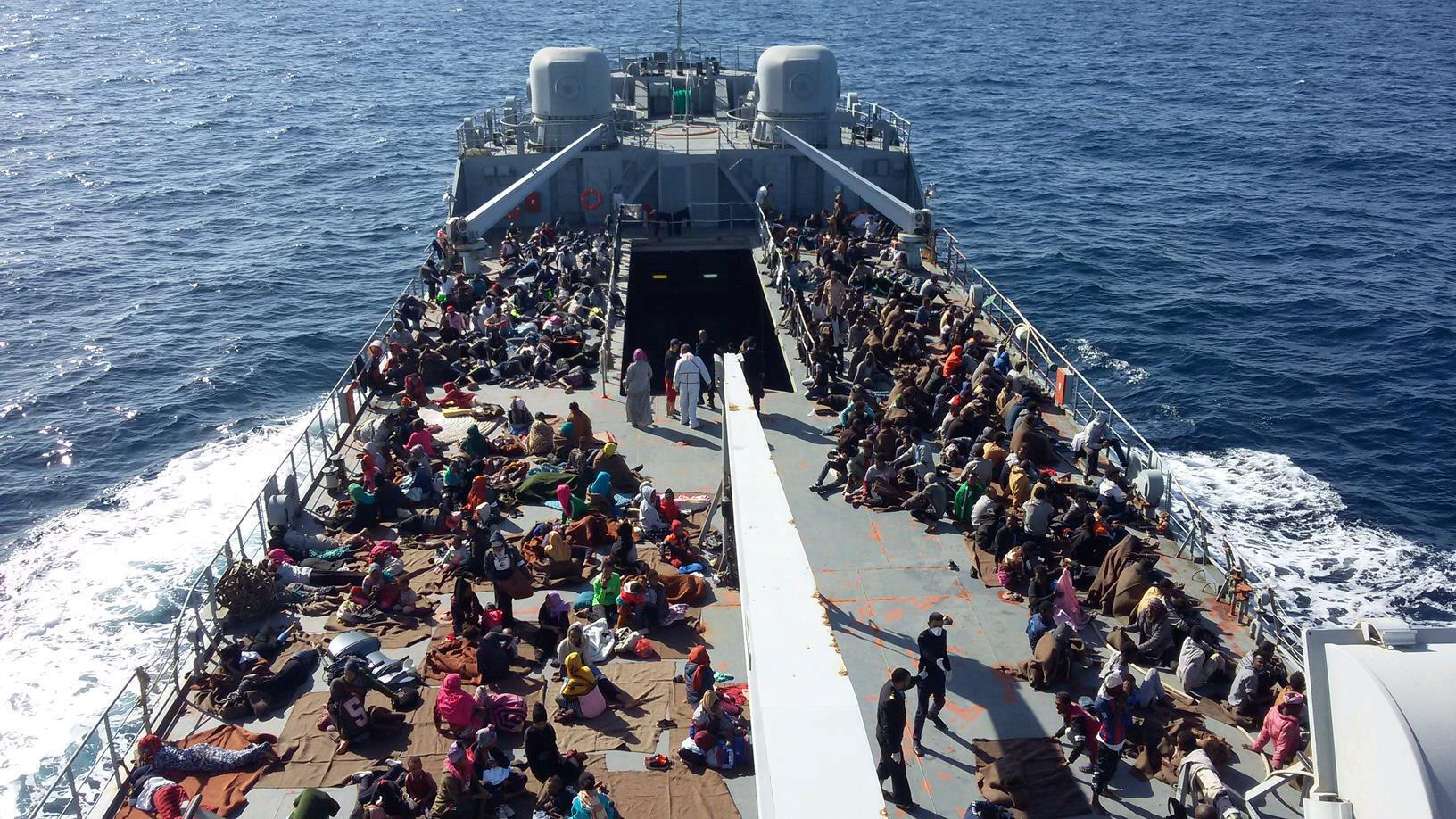 Di dân được đưa đến một căn cứ Hải Quân sau khi được hải cảnh Libya tại Tripoli cứu vớt, ngày 24/11/2017.