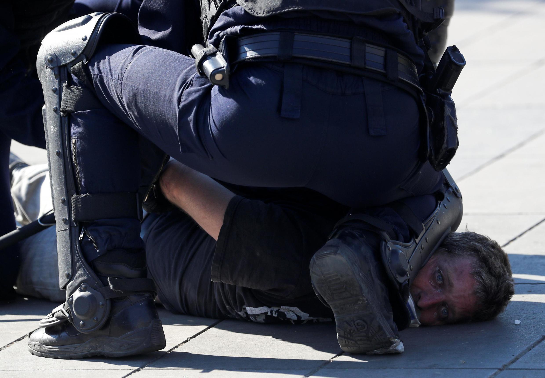 В столице Франции полицейские задержали 227 человек