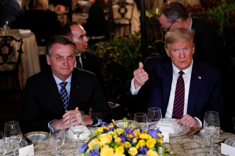 Donald Trump em jantar com Jair Bolsonaro em Mar-a-Lago, Palm Beach, Florida, nos Estados Unidos, em 7 de março de 2020.