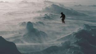 Les espaces polaires, ici dans l'Arctique, invitent ceux qui les foulent, par leur immensité et leur rudesse, à l'humilité du voyageur.