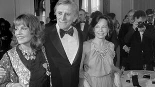 Kirk Douglas at Cannes Film Festival in 1980 alongside Jeanne Moreau and Leslie Caron.