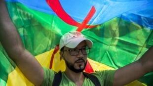 Un militant de la cause amazighe, le 15 juillet 2018, à Rabat, la capitale marocaine.