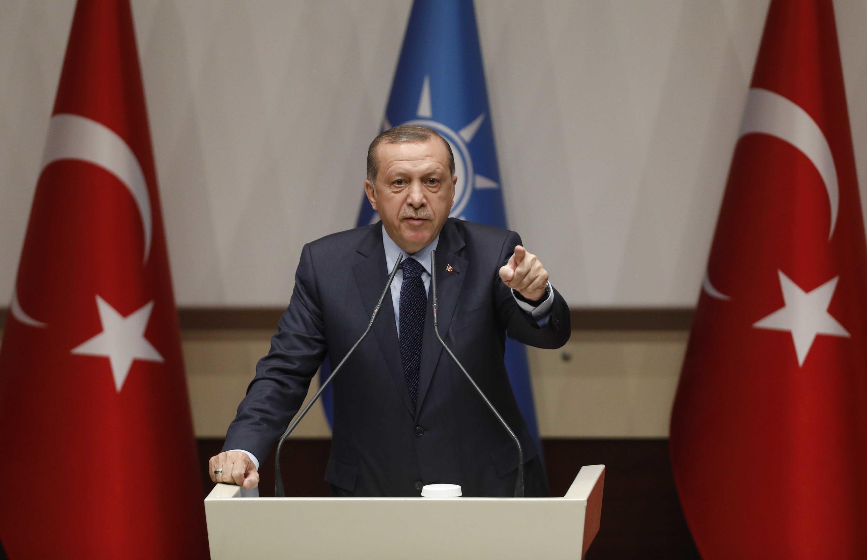 Recep Tayyip Erdogan aproveitou discurso que marcou sua volta ao AKP para exigir retomada das negociações de adesão da Turquia à União Europeia