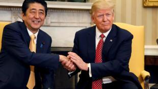 Shinzo Abe e Donald Trump na Casa Branca