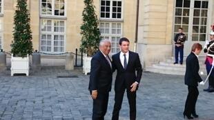 Primeiro-ministro português, António Costa, acolhido em Paris pelo seu homólogo francês, Manuel Valls