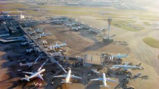 Phi trường Heathrow tại Luân Đôn là một trong những địa điểm mà Minh Quang Pham được lệnh đánh phá. Ảnh minh họa.