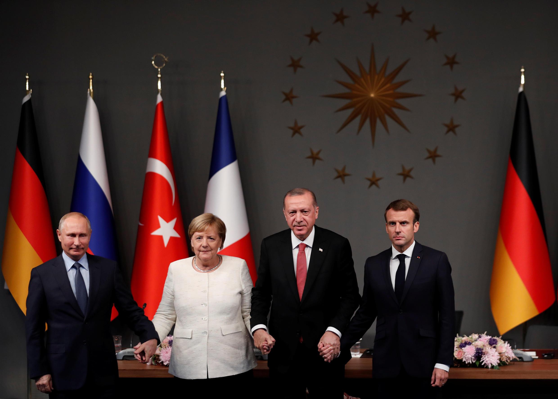Os quatro líderes reunidos em Istambul para discutir o futuro da Síria, em 27/10/18.