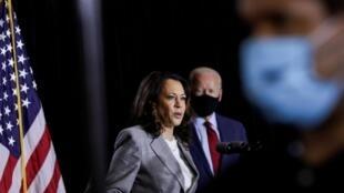 Joe Biden et Kamala Harris s'adressent aux journalistes après avoir reçu un briefing sur la pandémie d'experts en santé publique lors d'un événement de campagne à Wilmington, Delaware, le 13 août 2020.
