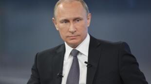 Президент России Владимир Путин отвечает на вопросы россиян в прямом эфире. 16 апреля, 2015, Москва.