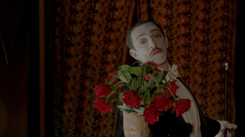 """Vincent Cassel no filme """"O Grande Circo Místico""""."""