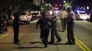 Tại khu vực xảy ra vụ tấn công, Charleston, 17/06/2015.