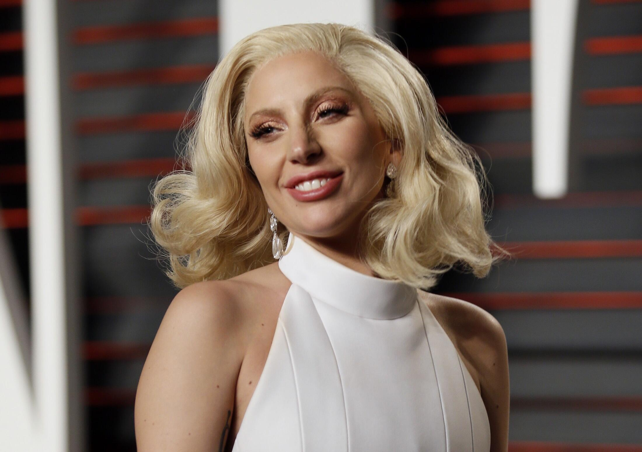 Lady Gaga tại Fanity Fair Oscar Party ngày 28/02/2016.