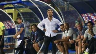 Hervé Renard (no centro), treinador francês de Marrocos.