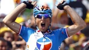 Le Français Pierrick Fédrigo (Bbox) remporte à Pau la 16e étape du Tour de France, le 20 juillet 2010.