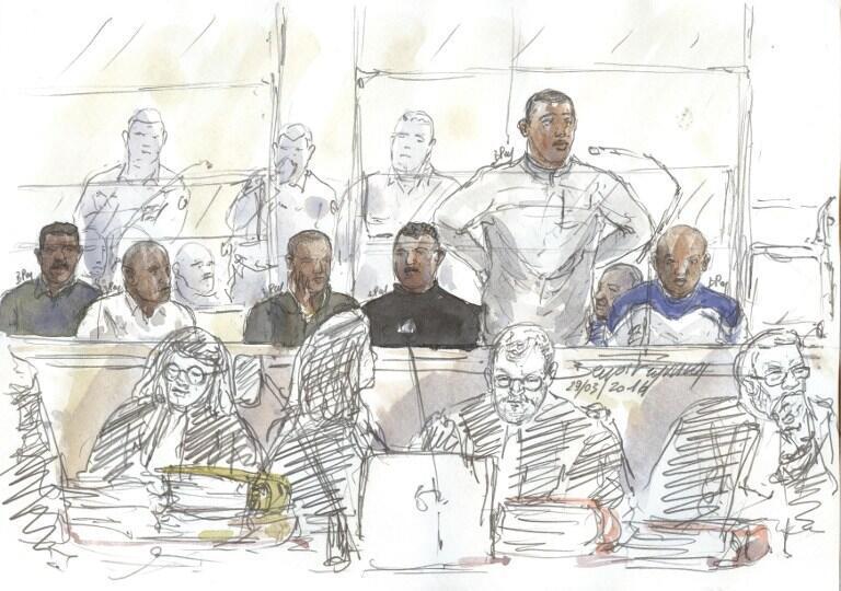 Croquis représentant les sept pirates somaliens dans leur box, le 29 mars 2016,  au tribunal de Paris.