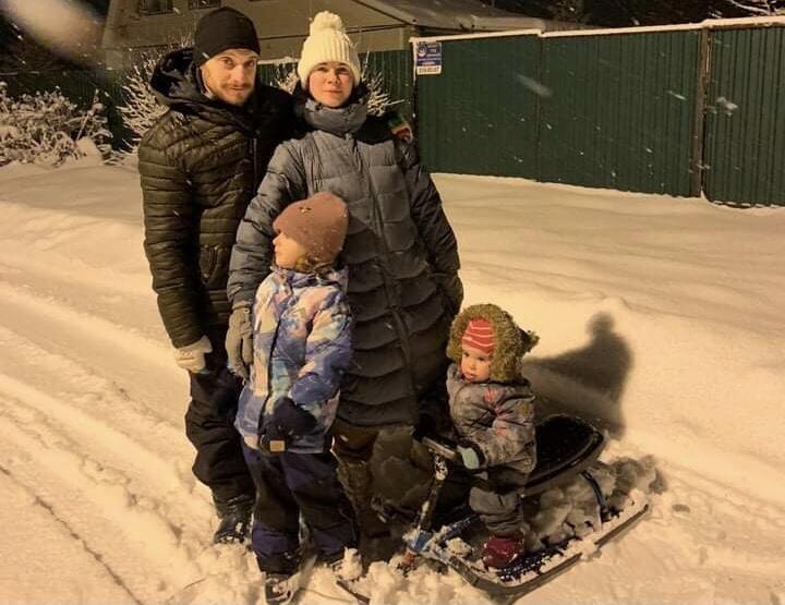 Давид Давыдов с женой Мариной и детьми