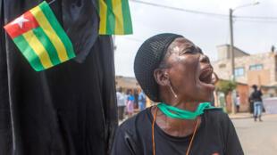 Une Togolaise proteste contre le président à Lomé, en janvier 2018.