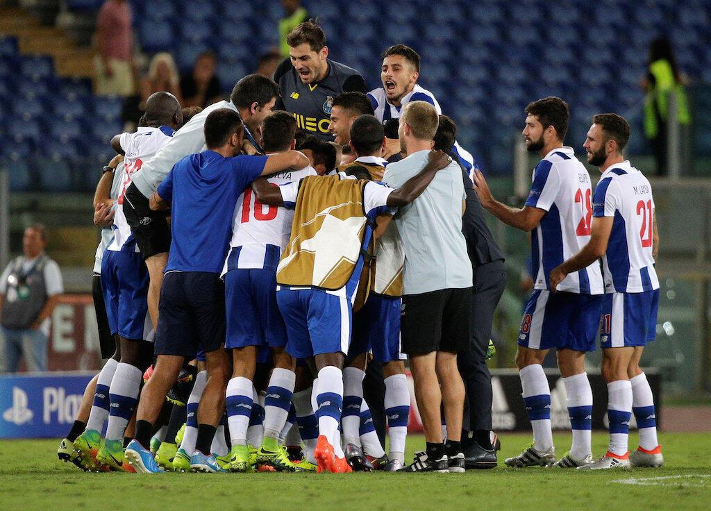 Wachezaji wa FC Porto ya Ureno wakishangilia mara baada ya kuifunga AS Roma na kutunga hatua ya makundi ya klabu bingwa Ulaya.