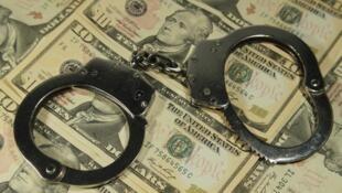 Mais de 30 bilhões de dólares em dinheiro sujo ligado ao crime, à corrupção e à evasão de impostos sai do Brasil todos os anos.