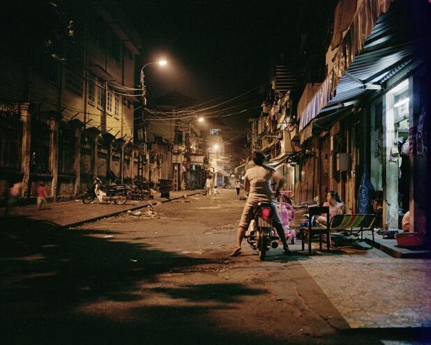Chợ Đồng Xuân (Hà Nội) lúc về khuya