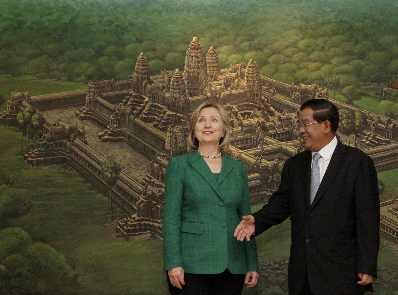 Thủ tướng Hunsen đón Ngoại trưởng Mỹ Hillary Clinton tại Phnom Penh ngày 01/11/2010