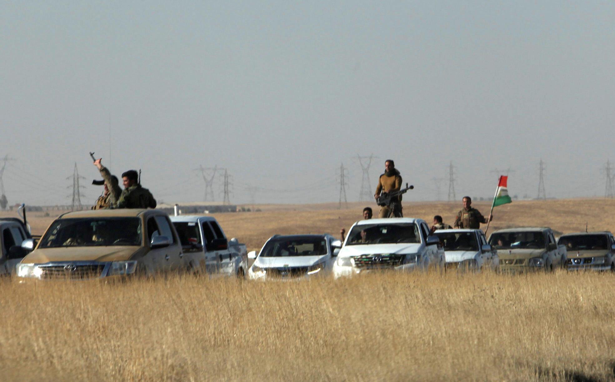 Un convoi armé de peshmergas kurdes près d'Altun Kurpi, le 20 octobre 2017.