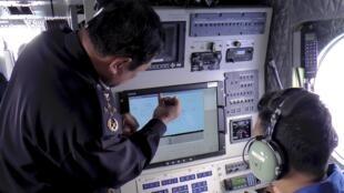 A leitura de um radar militar indicou que o Boeing 777-200 da Malaysia Airlines pode ter desviado a rota para retornar a Kuala Lumpur antes sumir.