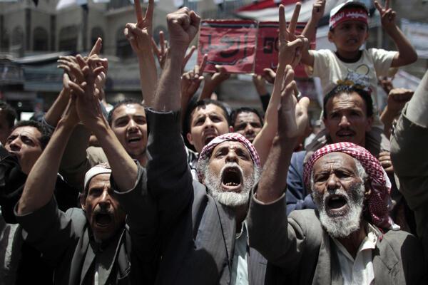 Manifestação dos opositores ao presidente do Iêmen, Ali Abdullah Saleh, nas ruas de Sanaa, 30 de maio de 2011