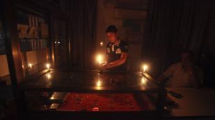 A Gaza, la population est habituée à vivre dans les coupures d'électricités provoquées par les ruptures en approvisionnement de carburants (ici en août 2013)