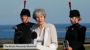 Theresa May lors des cérémonies de commération du 75e anniversaire du Débarquement en Normandie le 6 juin 2019, à la veille de sa démission effective de son poste de Première ministre.