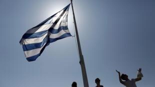 Grecia, cuya economía volvió a crecer en 2017, tras nueve años consecutivos de recesión, está bajo la tutela de la llamada troika formada por la Comisión Europea, el Banco Central Europeo (BCE) y el Fondo Monetario Internacional (FMI).
