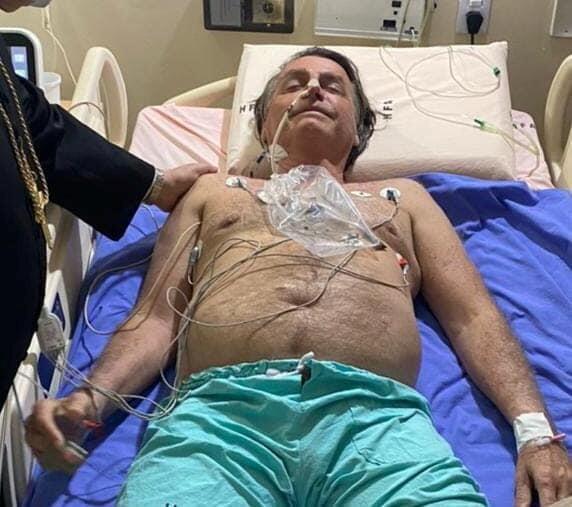 Daktari wa Jair Bolsonaro aliamua ni bora aende Sao Paulo kwa vipimo zaidi na afanyiwe upasuaji wa dharura wa matatizo ya matumbo.