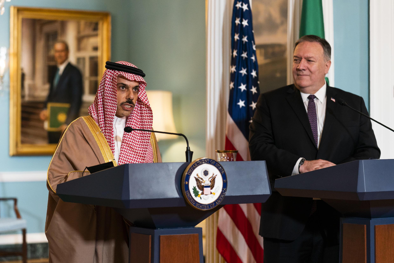 مایک پمپئو، وزیر امور خارجۀ آمریکا، و همتای سعودی او، فیصل بن فرحان بن عبدالله،  دیروز چهارشنبه چهاردهم اکتبر دور تازۀ گفتگوهای راهبردی دو کشور را آغاز کردند.