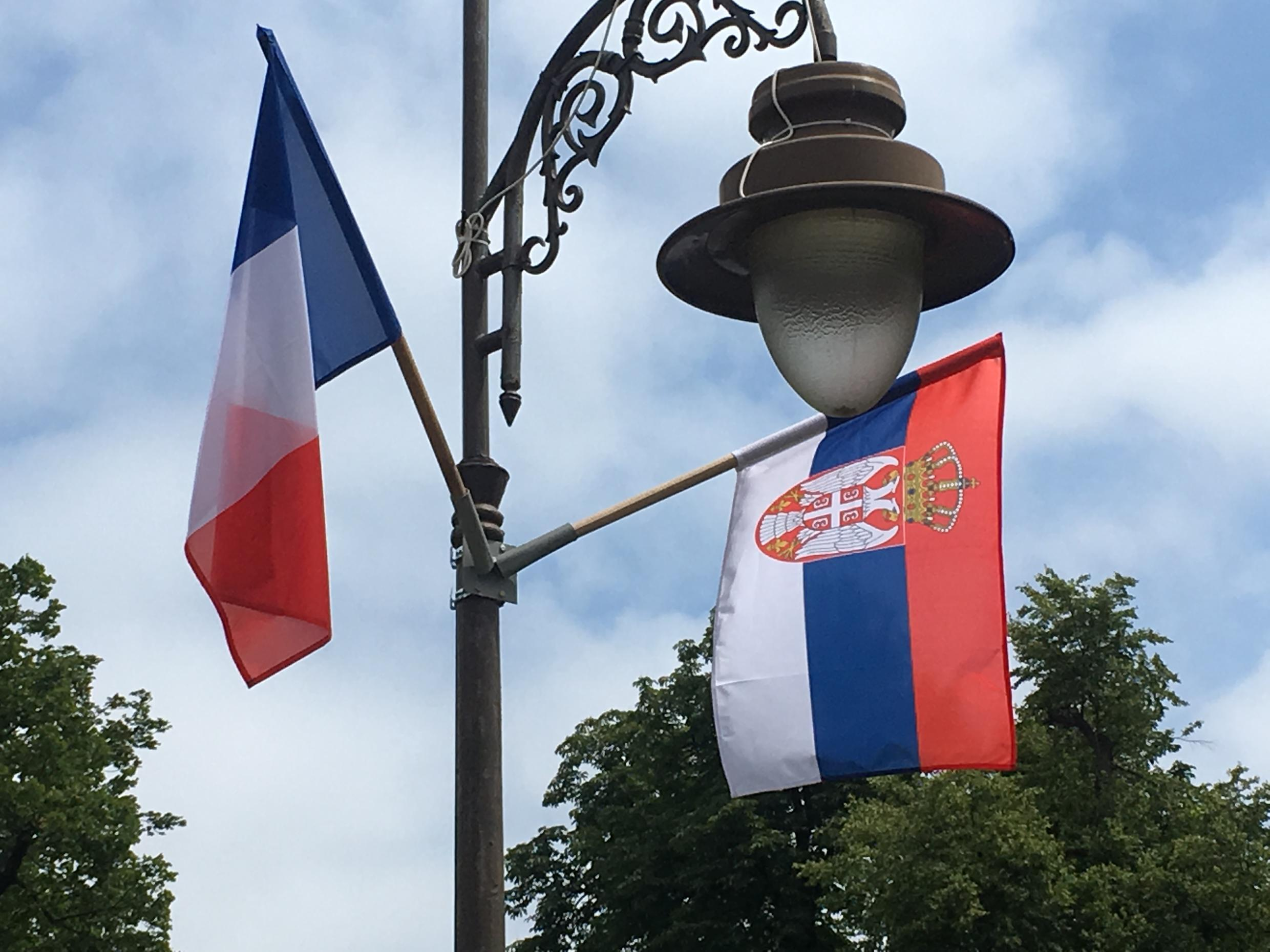 French and Serbian flags put together in a park in Belgrade during a visit by French President Emmanuel Macron, 6 June 2019.