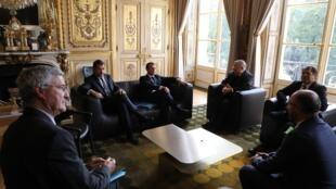 Emmanuel Macron a rencontré le président du CFCM, Dalil Boubakeur (3e), et sa délégation à l'Elysée ce lundi 28 octobre 2019 à Paris.