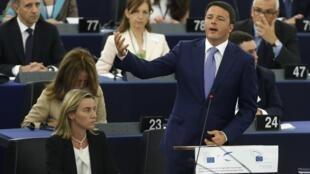 Matteo Renzi en un debate sobre el programa de la presidencia italiana de la UE, este 2 de julio en el Parlamento Europeo, en Estrasburgo, Francia.