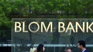 La Blom bank, la banque libanaise de l'outre-mer  aurait appliqué au pied de la lettre la loi américaine en fermant prestement plusieurs comptes de membres du Hezbollah.
