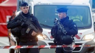 巴黎南郊公园砍人案发生后,警方封锁了公园2020年1月3日Villefuif