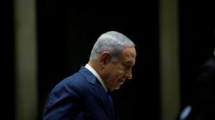Benyamin Netanyahu contraint par son aile droite a approuvé une loi autorisant l'armée israélienne à déplacer de force en Cisjordanie les familles des assaillants palestiniens.