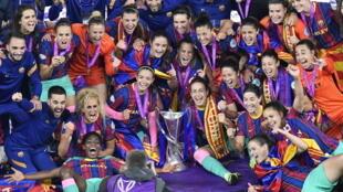 Les filles du FC Barcelone fêtant leur victoire en finale de la Ligue des champions face à Chelsea (4-0), le 16 mai 2021.