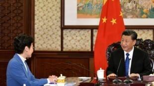 香港特区政府转发的林郑月娥特首12月16日进京向习近平主席述职的照片