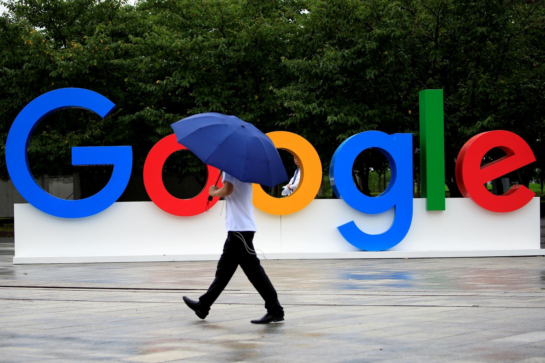 Логотип Google на Всемирной конференции по искуственному интеллекту в Шанхае, 2018.