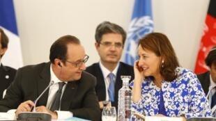 François Hollande et Ségolène Royal, lors du mini-sommet France-Afrique du 1er décembre au Bourget.