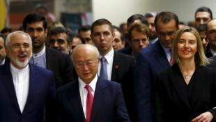 Le ministre iranien des Affaires étrangères Zarif, le directeur de l'AIEA Amano, et la chef de la diplomatie européenne, Federica Mogherini, à Vienne, le 16 janvier.