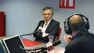 Бернар-Анри Леви в студии RFI