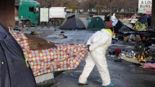 Снос стихийного лагеря мигрантов в Сен-Дени