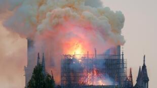 Notre Dame consiguió escapar indemne a las dos guerras mundiales. Sus campanas sonaron para anunciar, el 25 de agosto de 1944, la liberación de París.