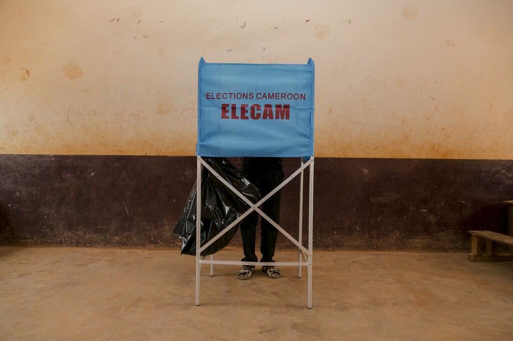Opération de vote au Cameroun pour les législatives du 9 février 2020.