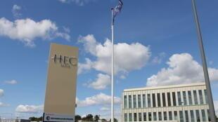 L'école HEC Paris.